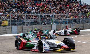, Formula E in Paris: Audi drivers brave April weather