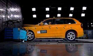 , Formula E in Paris: Audi drivers brave April weather